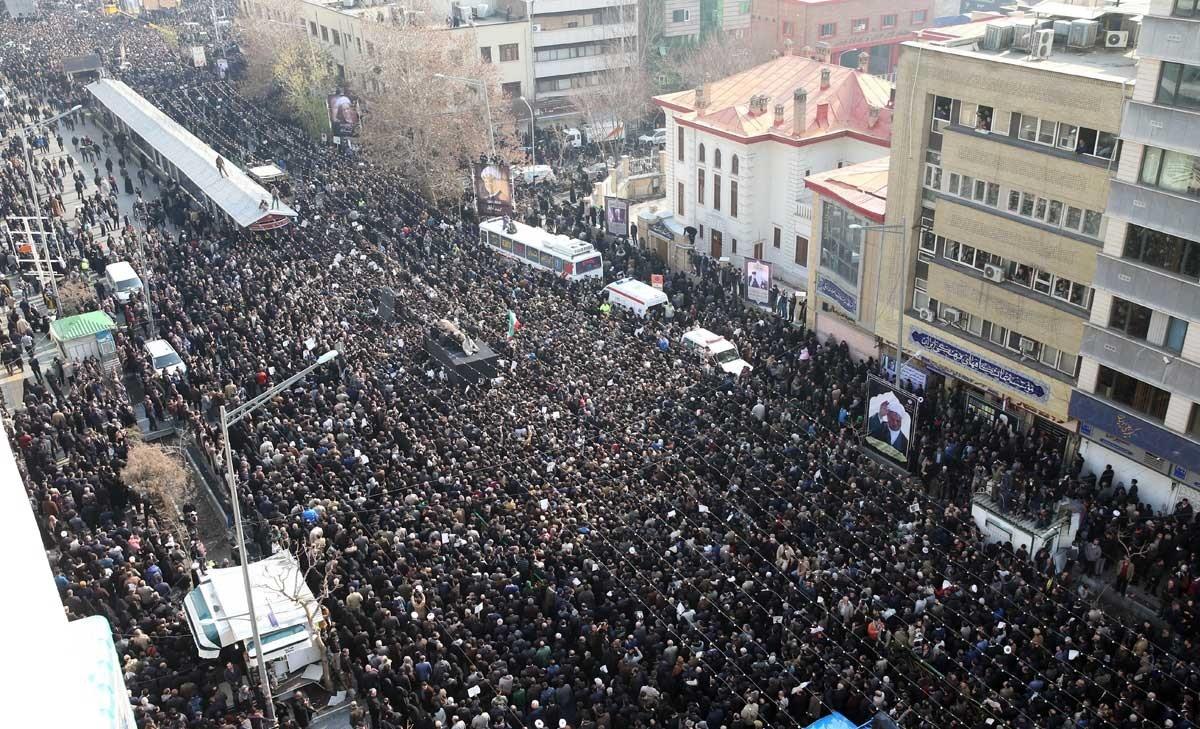 خودروی حامل پیکر آیت الله هاشمی در خیابانهای فلسطین و انقلاب