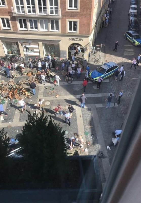 ورود خودرو به میان جمعیت در شهر مونستر آلمان اقتصاد خبروان