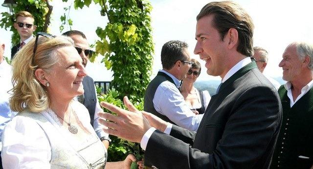 مراسم ازدواج وزیر خارجه 53 ساله اتریش با حضور پوتین +تصاویر