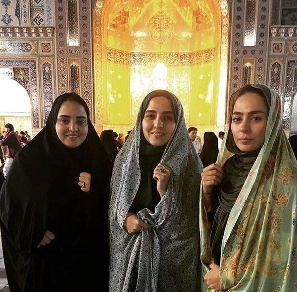 نرگس محمدی با دوستانش