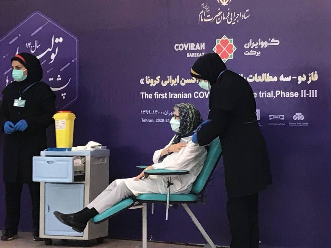 تزریق واکسن مرحله سوم کووایران برکت به مینو محرز  + عکس
