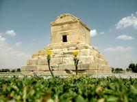 یادگارینویسی، زخمی بر بنای تاریخی پاسارگاد +تصاویر