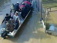 تشییع مادر دو شهید اهل آق قلا با قایق +عکس