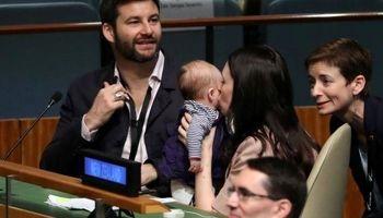 نخستوزیری که با نوزادش به سازمان ملل رفت! +تصاویر