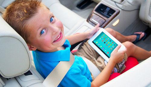 بچهها را تبلتی و موبایلی بار نیاوریم