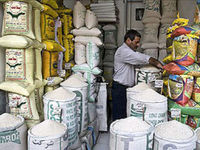 رفتار دوگانه وزارت جهاد کشاورزی در تنظیم بازار برنج/ اجازه ترخیص در زمان رکود بازار برنج!