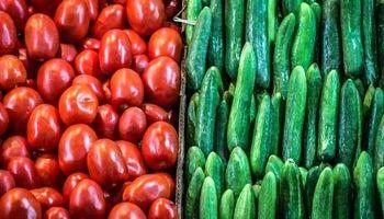 مضرات خوردن گوجه و خیار با هم چیست؟