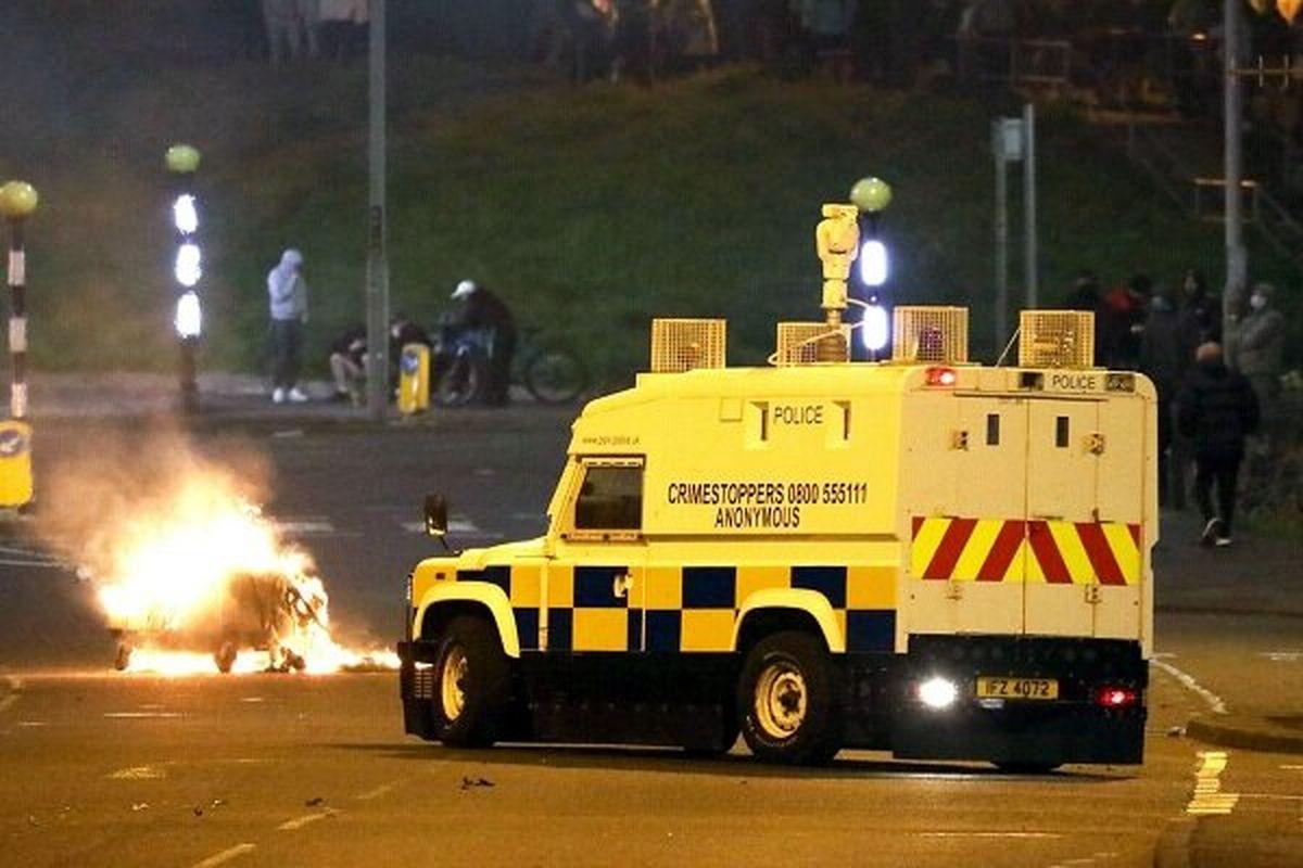 اعتراضات در ایرلند شمالی به خشونت کشید