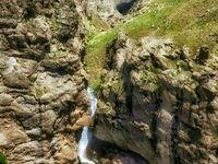 آبشاری زیبا در طالقان +عکس