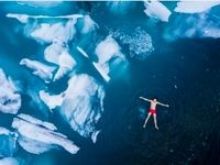 شنا در آبهای یخزده در عکس روز نشنال جئوگرافیک