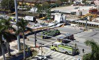 سقوط پل عابر پیاده ۹۵۰ تنی در آمریکا +عکس