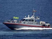 تعقیب ناو آمریکایی توسط قایق های تندرو سپاه +عکس