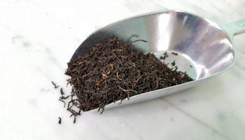 وجود ۵۱هزار تن چای سنواتی در انبارها