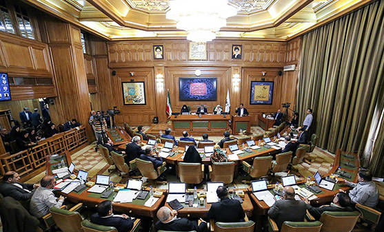 صدور غیرقانونی پروانه ساخت بلند مرتبه در مجاورت دریاچه چیتگر/ شهرداری جلوی گود برداری را بگیرد