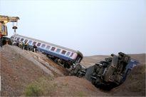 اولین تصاویر از خروج قطار مشهد از ریل