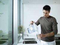 آیا نوشیدن آبِ یک شب مانده خطرناک است؟
