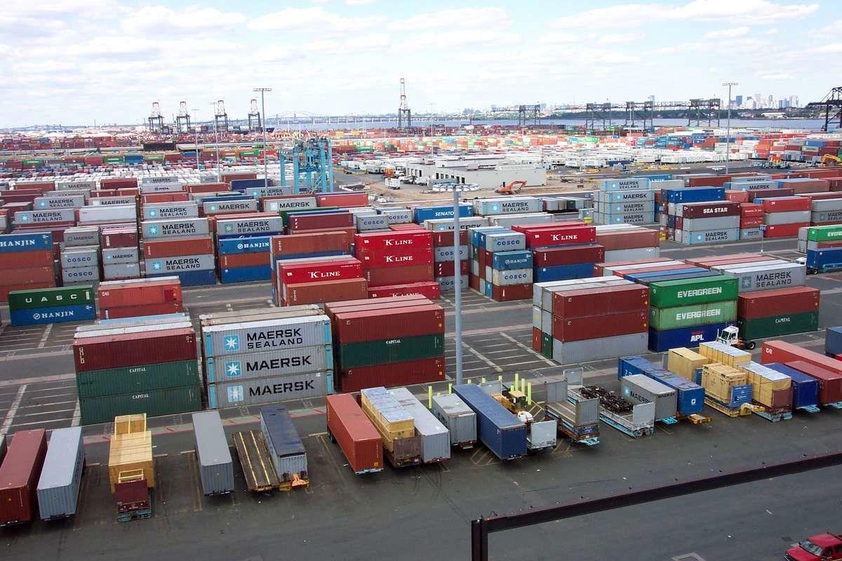 ممنوعیت واردات کالا چه تأثیری بر بازارها دارد؟