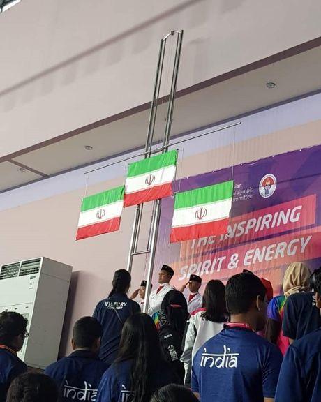 تصویری جالب از اهتزاز پرچم ایران در بازیهای آسیایی