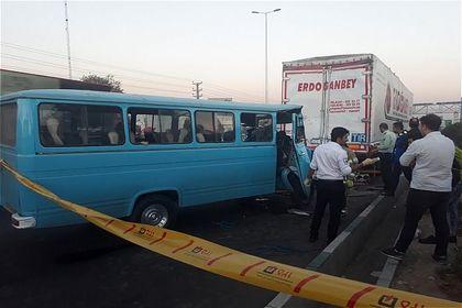 تصادف مینیبوس در بزرگراه فتح با ۶مجروح +عکس