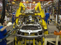 اوایل هفته جاری؛ قیمت خودرو تعیین تکلیف میشود/راهکار نجات صنعت خودرو چیست؟
