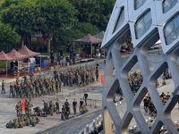 لشگرکشی چین برای سرکوب معترضان هنگ کنگی +تصاویر