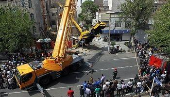 واژگونی جرثقیل در تهران +فیلم