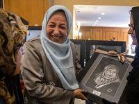 همسر ظریف در بازارچه خیریه بانوان دیپلماتها +تصاویر