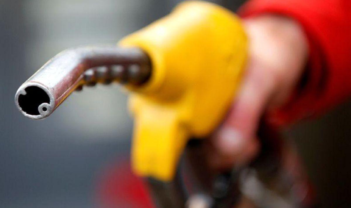 تحولات عرضه و تقاضا قیمت نفت را کاهش داد/ لغو تحریمهای ایران چه تغییری در بازار ایجاد میکند؟