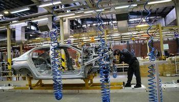 داخلیسازی گامی مثبت در صنعت خودرو و قطعه/ قیمت خودرو با داخلی کردن قطعات ارزان میشود؟