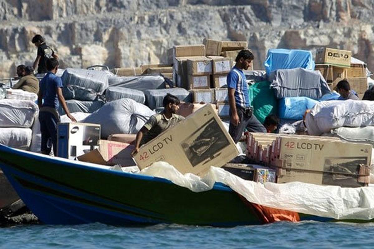 تعرفههای گمرکی عامل افزایش قاچاق/ قاچاق نیم میلیارد دلاری سوخت