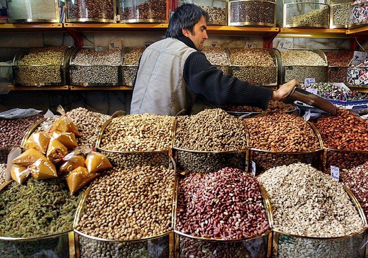 بازار بادام زمینی و آفتابگردان دست چینیها!