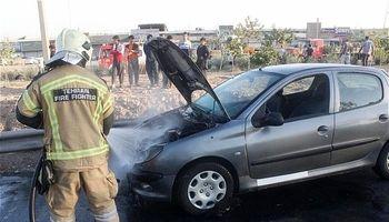 آتشسوزی پژو۲۰۶ در بزرگراه آزادگان +عکس