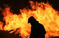 جنگلها و مراتع سلطان کوه پلدختر گرفتار آتش شد