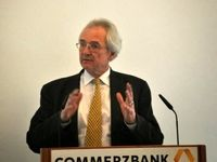 ریاست کانال مالی اروپا و ایران با کیست؟