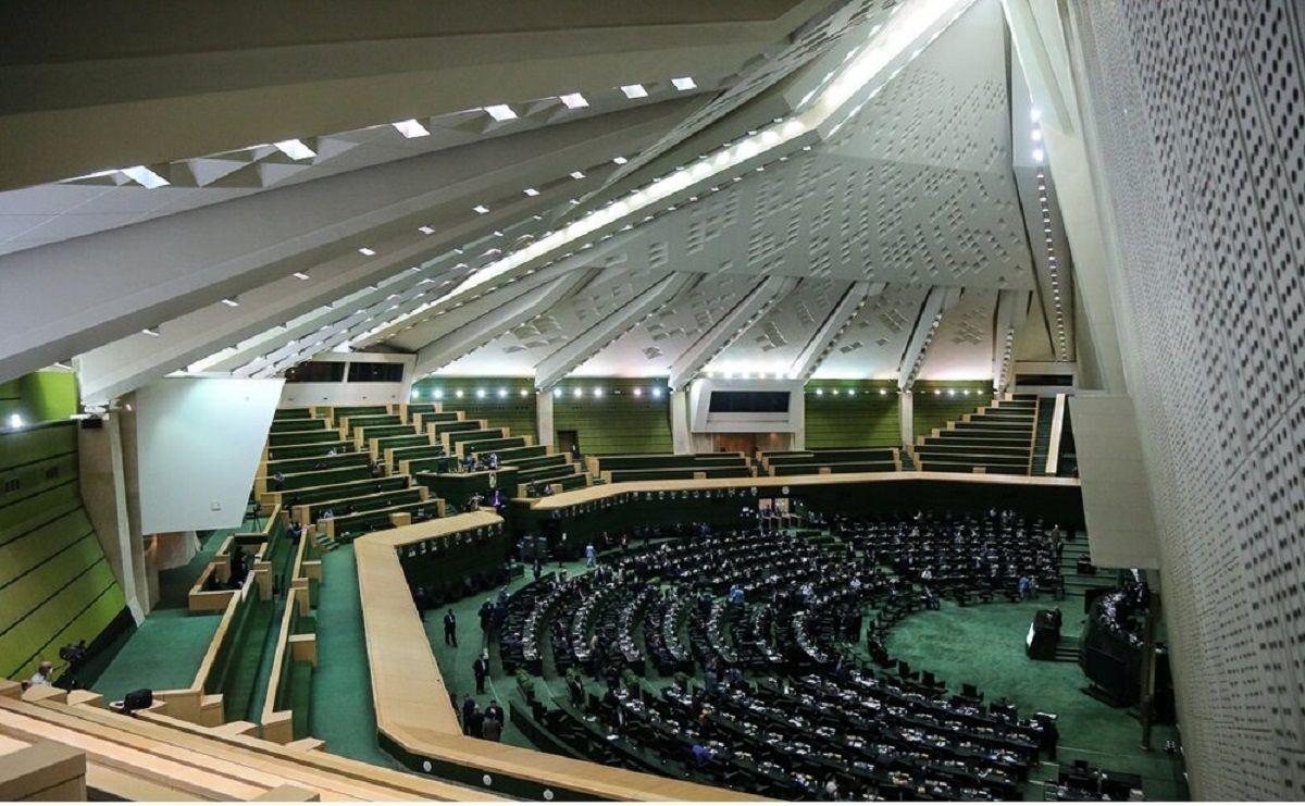 عرضه نفت در بورس در چارچوب تصمیم گیری مجلس است