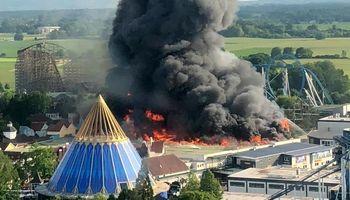 پارک تفریحی آلمان پس از آتشسوزی +فیلم