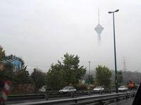 برج میلاد در میان ابر و مه +عکس