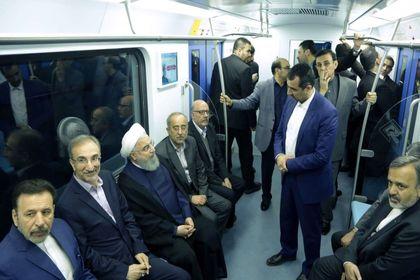 متروسواری رئیسجمهور در مشهد +عکس