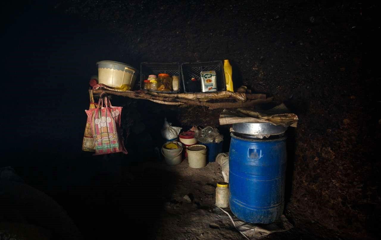 زندگی خانواده غارنشین در شهر اندیکا +عکس