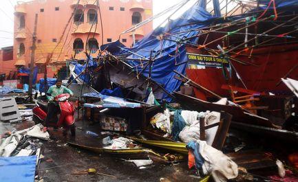 طوفان در هند جان ۲ نفر را گرفت