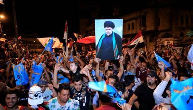 شادمانی هوادارن مقتدی صدر پس از پیشتازی در انتخابات