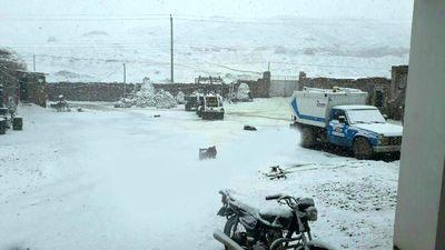 بارش برف بهاری در خوی +عکس