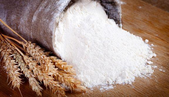 قاچاقچیان آرد خارج میکنند، تولیدکنندگان محدود میشوند!