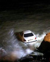سقوط پژو داخل کانال آب ۵کشته برجای گذاشت