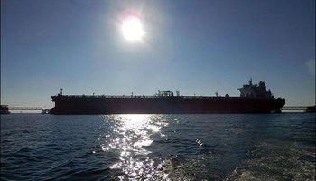 عقبنشینی صادرات نفت به روزانه ۳۰۰ هزار بشکه