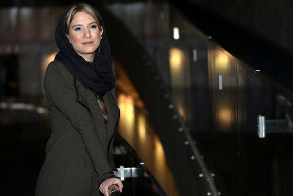 بازیگر زن سینما با کلاه گیس روی صحنه نمایش +عکس