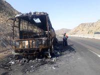 اتوبوس حامل اتباع آذری در جاده اردبیل - سرچم آتش گرفت