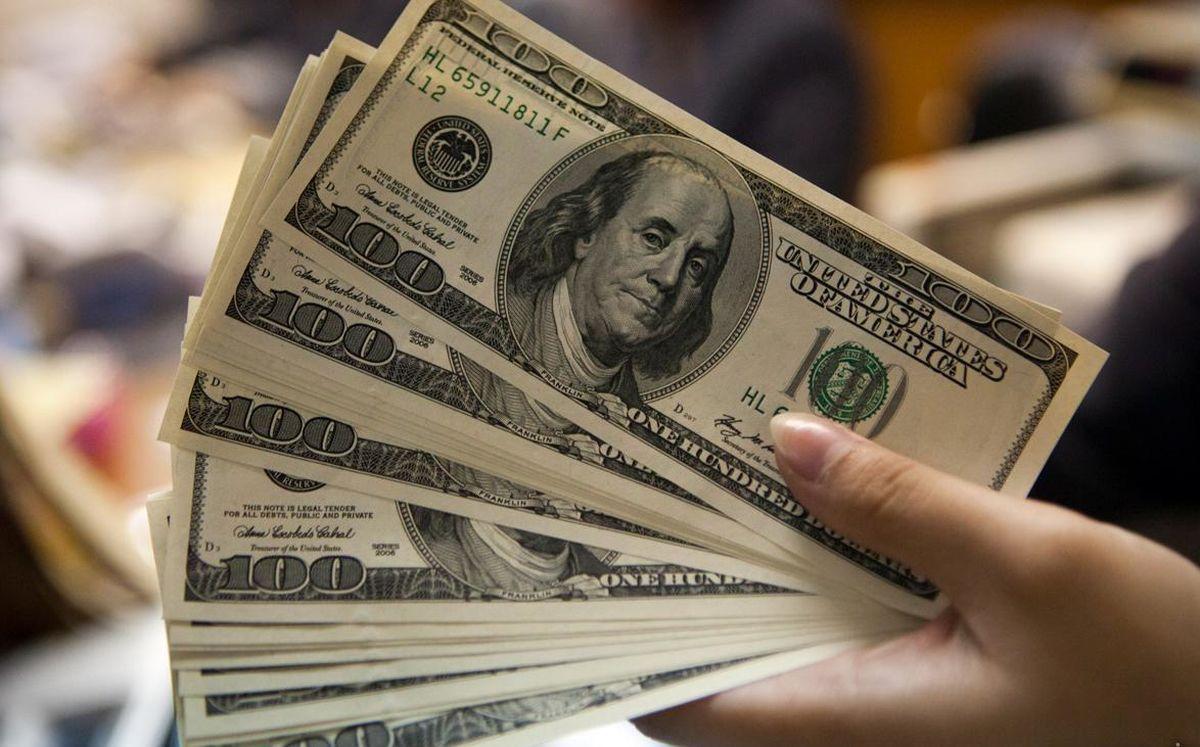 ۲۰۰۰ تومان؛ اختلاف نرخ خرید و فروش دلار