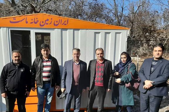 بانک ایران زمین به زلزله زدگان میانه کانکس اهدا کرد