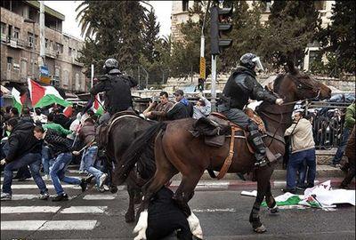 حمله نیروهای اسرائیلی به فلسطینیان در روز زمین
